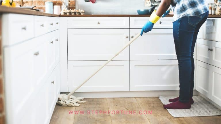 Top 6 Essential Oil Cleaning Recipes (DIY) – FREE Printable